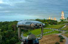 Free Pay Binoculars And Kyiv Cityscape Royalty Free Stock Photo - 15091845