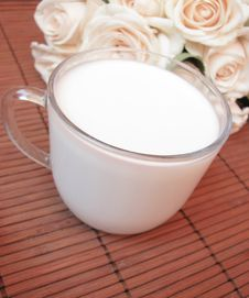Free Cup Of Fresh Milk And Roses Royalty Free Stock Image - 15094976