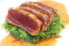 Free Tuna With Sesame Seeds & Green Onions Royalty Free Stock Photos - 15096978