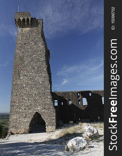 Castle ruin in Châteauneuf-du-Pape