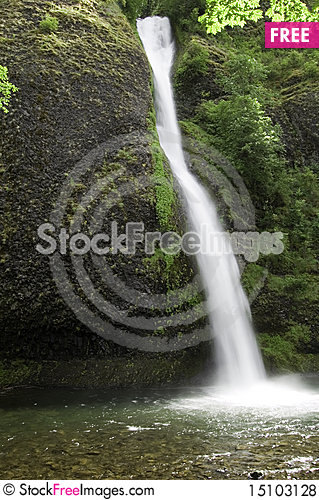 Free Tranquil Water Fall Royalty Free Stock Photos - 15103128