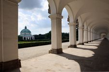 Free Colonnade In Kromeriz Royalty Free Stock Images - 15101809
