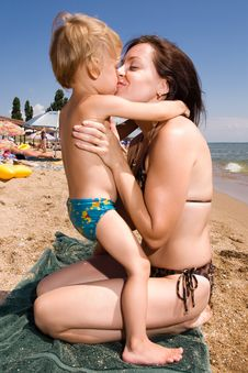 Free Young Mother Kissing Her Son At The Beach Stock Photos - 15105823