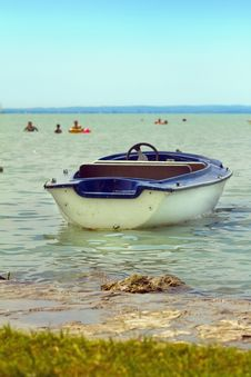 Free Boat On Lake Royalty Free Stock Photography - 15111337