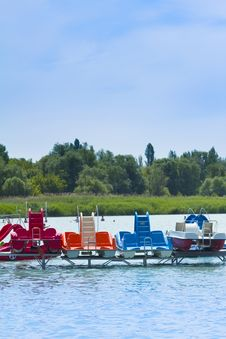 Free Paddle Boats On The Beach Royalty Free Stock Photography - 15111767