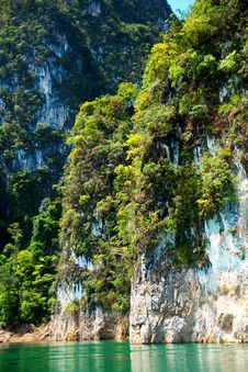 High Cliffs On The Tropical Island Royalty Free Stock Photos