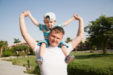Free Happy Father And Son Royalty Free Stock Images - 15117479