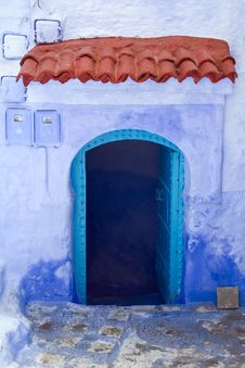 Free Blue Doorway With Red Terracota Tiles Royalty Free Stock Photo - 15125765