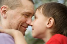 Free Happy Father With His Son Royalty Free Stock Images - 15130659