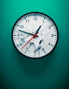 Free Shattered Wall Clock Stock Image - 15133951