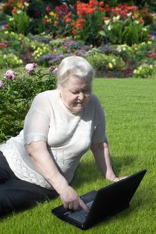 Free Senior Woman With Notebook In The Garden Royalty Free Stock Image - 15136536