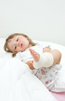 Free Sick Little Girl Royalty Free Stock Images - 15139489