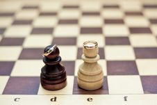 Free Wedding Rings On Chess Figures Stock Photography - 15141932