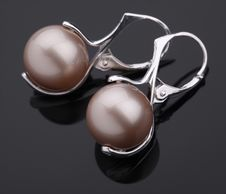 Free Silver Earring With Pearl Royalty Free Stock Photos - 15142298