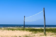 Free Volleyball Net At The Seashore Royalty Free Stock Images - 15150909