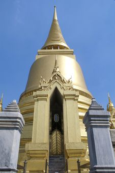 Free Golden Pagoda Royalty Free Stock Image - 15151776