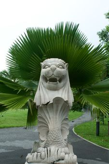 Free Lion Statue In The Park Royalty Free Stock Image - 15151956
