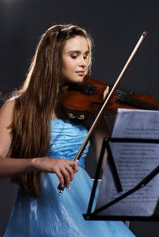 Free Woman Playing Violin Royalty Free Stock Photography - 15156667