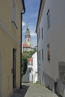 Free Narrow Street In Cesky Krumlov Royalty Free Stock Image - 15156976