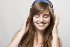 Free Young Woman Listening Music Stock Photography - 15160812