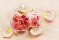 Free Flaming Strawberry And Ailing Rose Royalty Free Stock Photos - 15165828