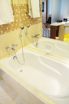 Free Hotel Bathtub Stock Photo - 15166050