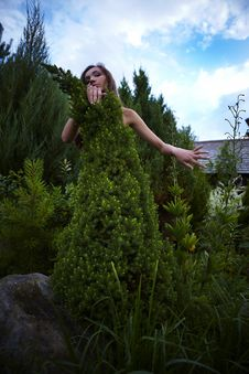 Free The Girl In A Dress From A Decorative Fur-tree. Royalty Free Stock Photos - 15171828