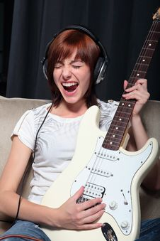 Free Young Woman Playing Electric Guitar Royalty Free Stock Images - 15171999
