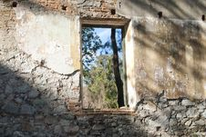 Free Collapsed Building Window Royalty Free Stock Photo - 15175425