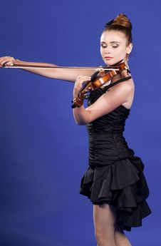 Free Young Woman Playing Violin Royalty Free Stock Image - 15175866