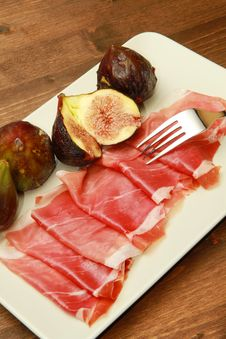Free Fresh Fig With Ham Stock Photography - 15184342