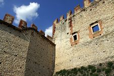 Free Castle Wall And Battlements Royalty Free Stock Photo - 15184825