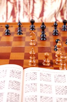 Free Chess Table And Chess Book Stock Images - 15185164
