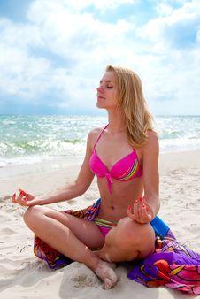 Free Meditating Royalty Free Stock Images - 15191219