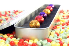 Free Chocolate Balls In Luxury Package Royalty Free Stock Images - 15191859