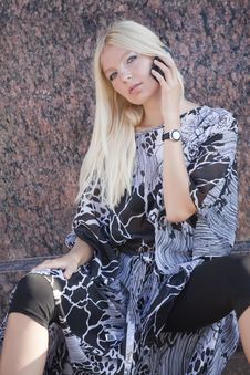 Free Blond Woman With Cell Phone Royalty Free Stock Images - 15196349