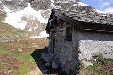 Free Mountain Chalet Royalty Free Stock Photos - 15198458