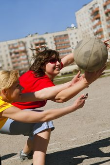 Free Basketball Players Scrimmage At Street Royalty Free Stock Image - 15199286