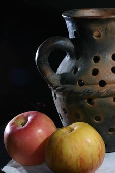 Free Pottery With Apples Stock Image - 1521011