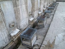 Free Washing Place Outside The Blue Mosque In Istanbul Royalty Free Stock Photos - 1521758