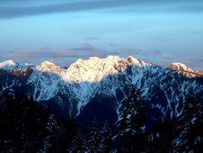 Free Sunny Snowy Peak Royalty Free Stock Image - 1527226