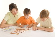 Free Mother Draws With His Sons Royalty Free Stock Photography - 15202357