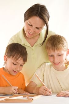 Free Young Mother Draws With  Sons Stock Images - 15202494