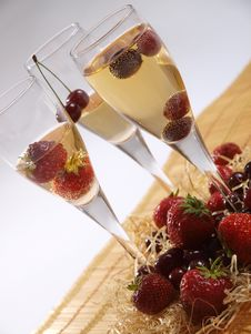 Free Fruits In Champagne Royalty Free Stock Photo - 15204485