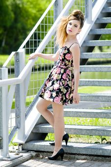 Free Teenager Girl Model Presenting Clothes In The Park Royalty Free Stock Images - 15211169