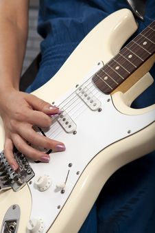 Free Playing Electric Guitar Royalty Free Stock Photos - 15215228