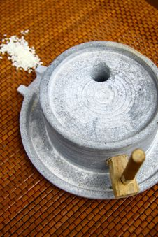 Millstone And Rice Royalty Free Stock Images