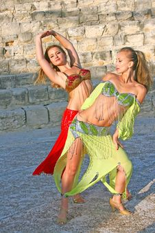 Free Belly Dancers Stock Images - 15219384