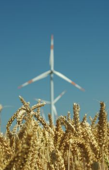 Free Wind Turbine Royalty Free Stock Image - 15223646