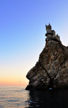 Free Swallow S Nest Castle Royalty Free Stock Photo - 15225535
